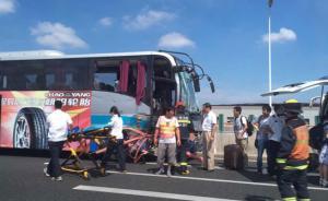 上海一机场大巴高架上先撞车再撞护栏,两女乘客跌下高架死亡