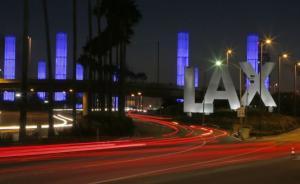 美国洛杉矶国际机场误报枪击案,多个航站楼被封闭