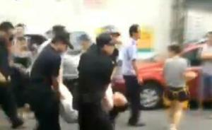 浙江舟山城管与流动摊贩推搡引发群殴,双方均被处治安拘留