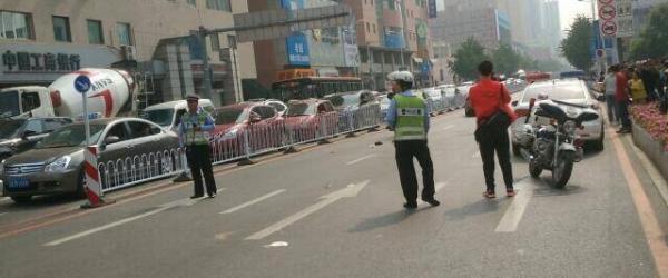 女司机开宝马沈阳闹市撞人致1死7伤,警方:转弯时操作不当