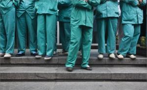 深圳一医务人员拒绝患者插队要求被打,警方:打人者被拘七天