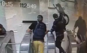 3名外籍男子扛自行车逃票进上海地铁站,还用英语骂人被劝离