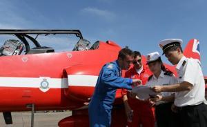 英国红箭皇家空军特技飞行表演队飞抵珠海,将展开在华首演
