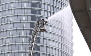 """326米""""上海浦西第一高楼""""进行超高层建筑灭火救援演练"""