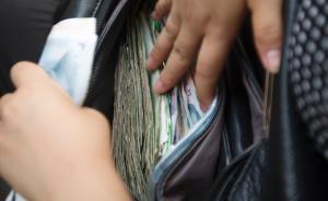 上海一保姆多次盗窃近十万元,粗心雇主过了一年才发现