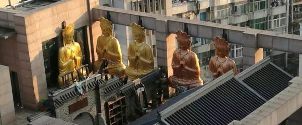 媒体:合肥环球金融广场顶层至少5尊佛像,记者拍摄受阻