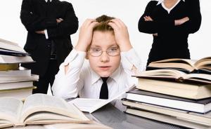 人民日报:孩子成绩好坏都想报课外班,家长为何如此焦虑?