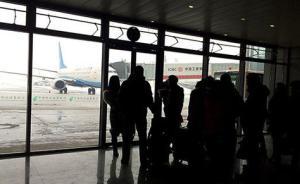 青海机场航班延误多人强行突破安全防线,安检人员被咬伤