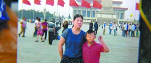 """广州""""为省1元丢下儿子独乘公交""""的母亲7天后寻回儿子"""