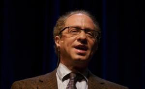 雷·库兹维尔:2040年可能实现计算机和人脑的结合使用