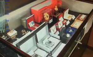 武汉公开拍卖机关人员上缴礼品:50年茅台9500元成交