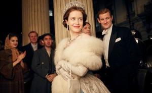 看了新剧《王冠》,你发现女王的时尚秘密吗?