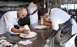 为什么餐厅大厨大多是男性,家里做饭的却是女性?