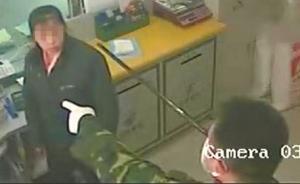 四川一歹徒抢银行鸣枪示威,听到警报后逃离