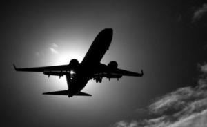 印尼警方一架载有16人飞机失联,居民听到飞机坠毁爆炸声