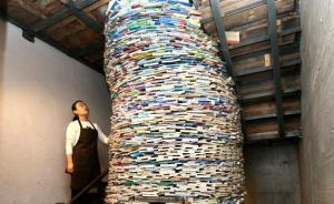 """西安一陪读妈妈用4吨书搭6米高""""井"""",吁别把孩子困在书中"""