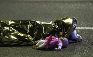 直击   法国尼斯遭遇恐怖袭击,卡车疯狂碾压人群77人死