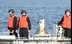 南海仲裁次日菲渔民即试图进入黄岩岛,被中方海警船果断拦截