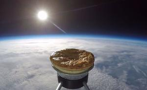 天上掉馅饼的事真的实现了:英国科学家把一块馅饼送上了天