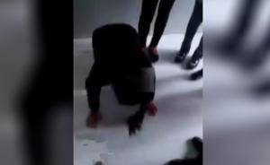 安徽女中学生厕所内被逼向同学下跪