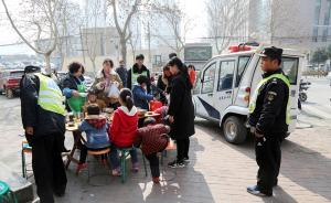 郑州城管温情执法:饭店占道经营,城管等市民吃完才让收摊