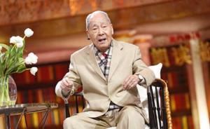96岁翻译家许渊冲至今每天翻译至凌晨