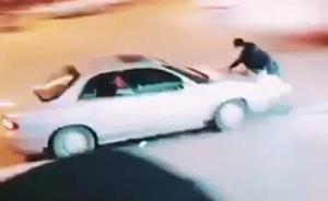 湖北恩施街头现驾车撞人,警方:系纠纷引发刑案,5人已被抓