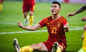 2017年3月23日,湖南省长沙市,2017世亚预12强赛,中国队在长沙贺龙体育场以1∶0击败了强大对手韩国队,取得12强赛的首胜,让球队在绝境中辟出了前行的方向,中国男足踢出了精气神。图为于大宝破门建功后怒吼庆祝。视觉中国 图
