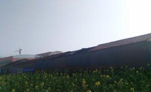 江苏宿迁洋河新城一仓库26日晚发生爆燃,屋顶被气浪掀翻