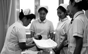"""各大医院分娩量呈现""""井喷"""",在校助产士未毕业就被""""抢"""""""