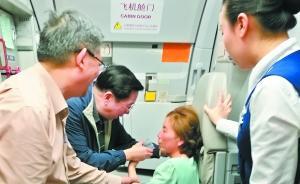 两位名医在飞机上合力救人:竟是大学同学,毕业40年后重逢
