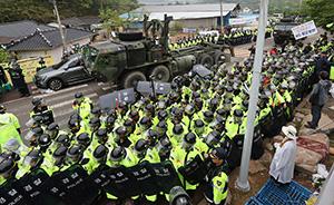 早安,全世界都在看↑萨德转运动用八千警力,遭当地村民抗议