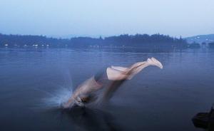 在世界文化遗产西湖游泳挨罚款,杭州大伯起诉景区被法院驳回