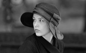睡不着丨这部黑白电影里有去年大银幕上最美的女性