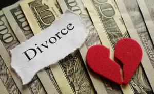 """英国最贵离婚:结婚20年的""""家庭主妇""""获赔4.53亿英镑"""