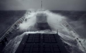 特朗普任内美军首次南海巡航,中国两艘导弹护卫舰驱离美舰