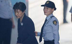 韩媒:朴槿惠第三次出庭受审,崔顺实到庭