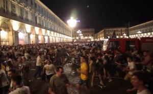 烟火误为炸弹:都灵球迷踩踏千人受伤
