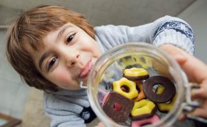 """""""儿童零食消费指南""""分食品级别,奶酪巧克力还能不能吃"""