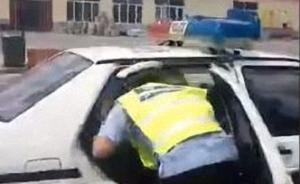 内蒙古交警控制涉嫌无证酒驾摩托者,因有精神问题交给村干部