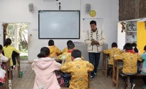师者|泸沽湖畔的小学校长:养猪发工资,再难也要教纳西文字