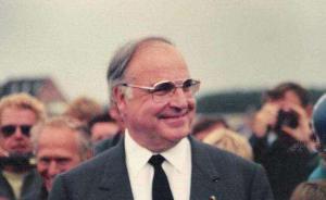 李克强就科尔逝世向德国总理默克尔致唁电,表示深切哀悼