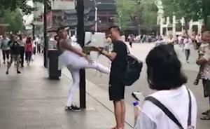 男主播扮小天鹅,骚扰路人被城管抬走