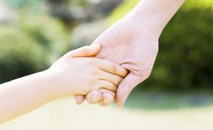 男子帮邻居联系收养孩子并接受好处费,以拐卖儿童罪获刑