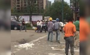 劝阻摊贩与工人冲突,5城管被打伤