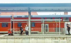 一列华沙开往柏林火车遭爆炸威胁,乘客及车站附近居民被疏散