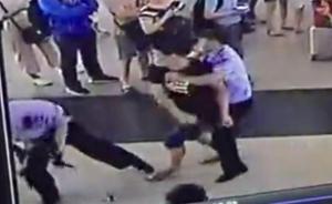 武汉一男子在火车站插队购票遭制止,吸毒致幻殴打民警被控制