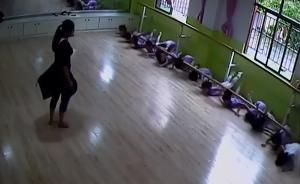 培训机构舞蹈杆脱落,砸伤14名女童