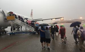 首都机场因雷雨取消369架次航班,通行能力下降75%