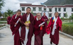 西藏佛学院首届少年活佛班7名学员小学毕业